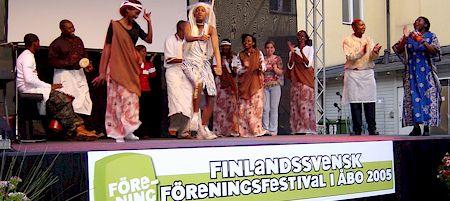 Rwandagruppens dans- och sångförevisning